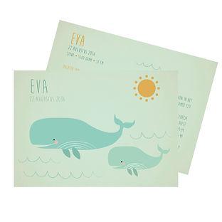 Je vindt hier een geboortekaartje met een mama walvis en een baby walvis in de zee. De geboortekaartjes zijn ontworpen door illustrator Karen Vandelaer.