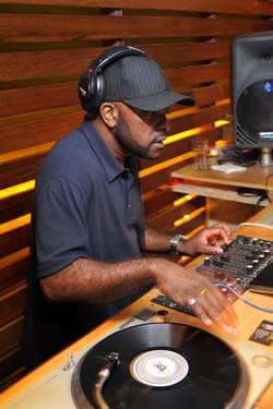 DJ Henroc spin lite touch