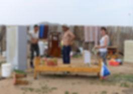 Mongolie - Nomades en pleine construction d'une yourte / Mongolia - Nomads building their yurte