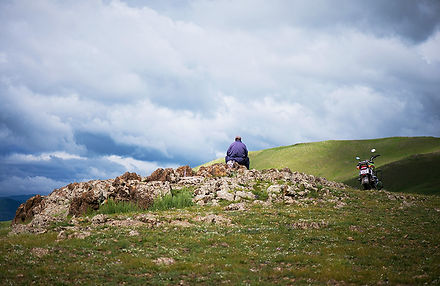 Mongolie - Homme nomade dans la montagne / Mongolia - Nomadic man in the mountain