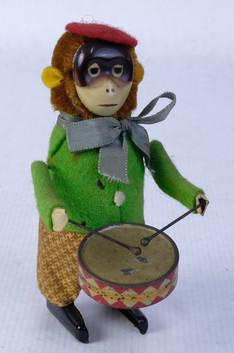 Mono con tambor autómata de latón Fabricación española años 60