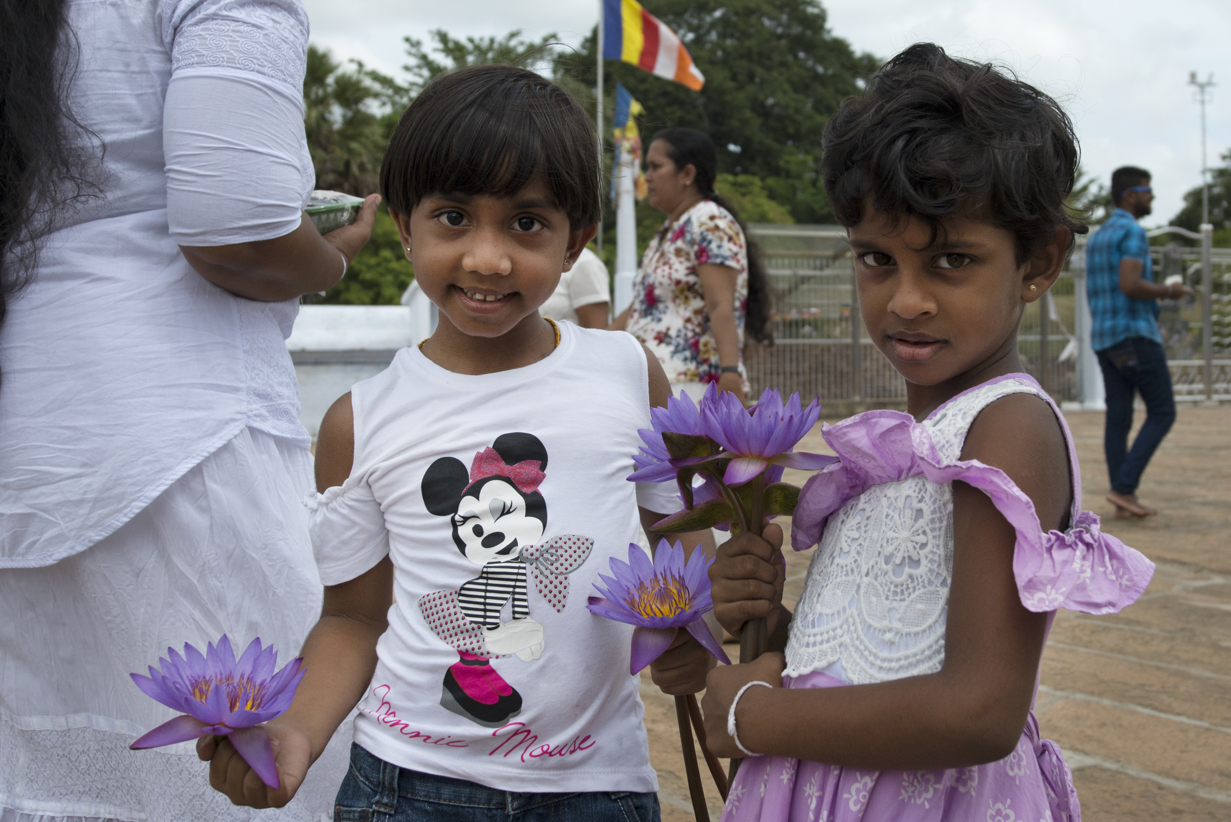 Anuradhapura_girls with waterlilies_closeup