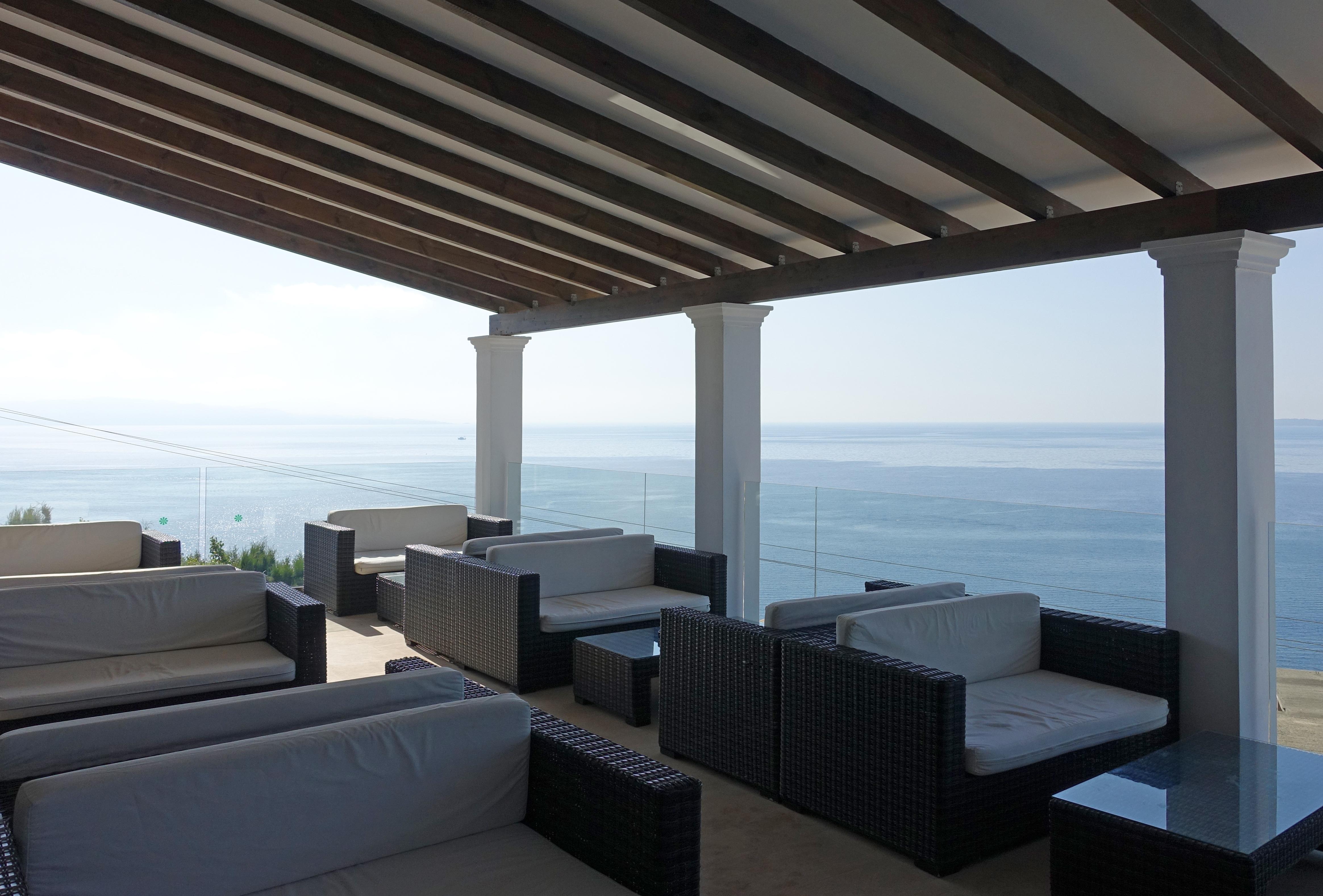 Barbati_terasse_Hotel Pantokrator