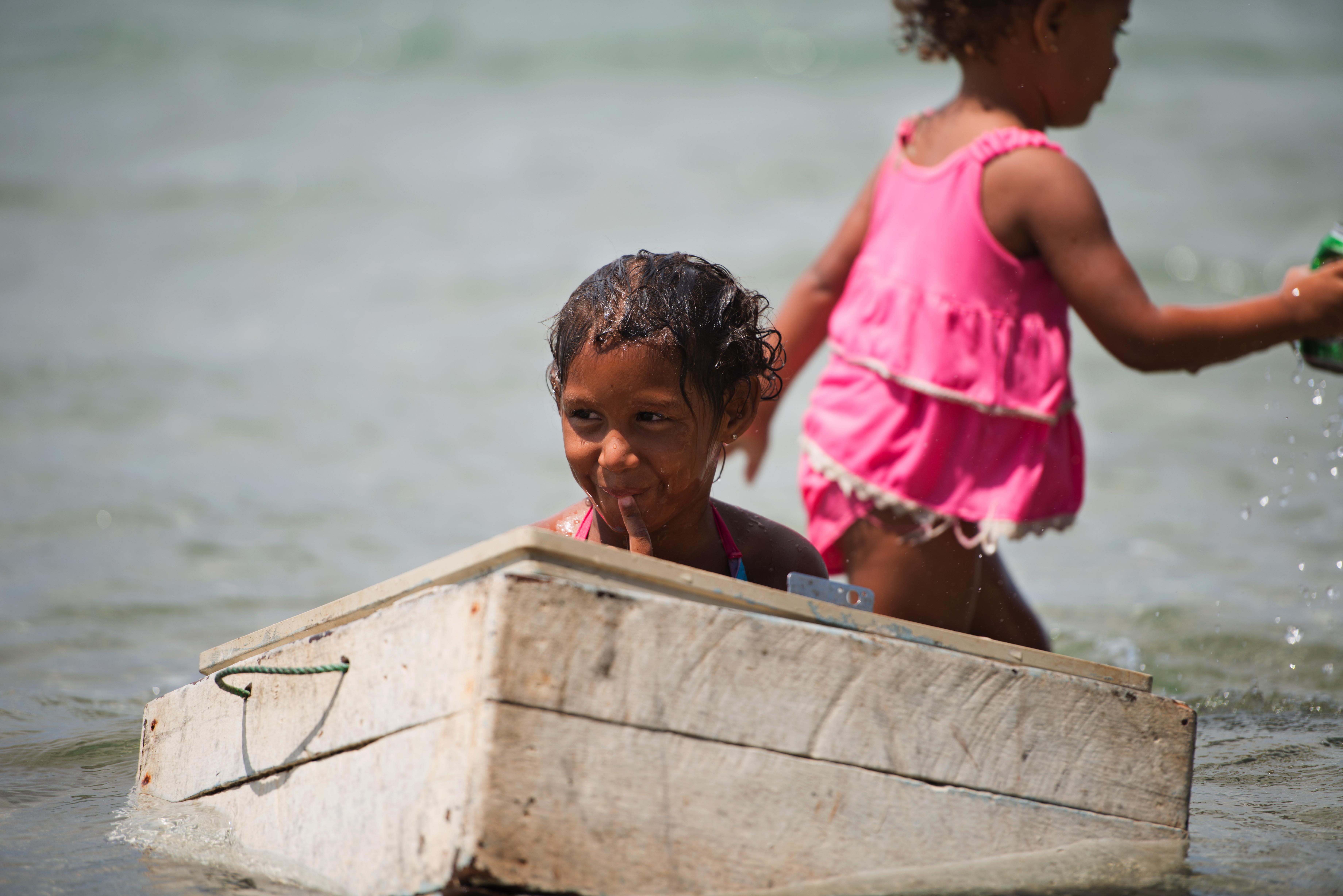 Baracoa girls playing