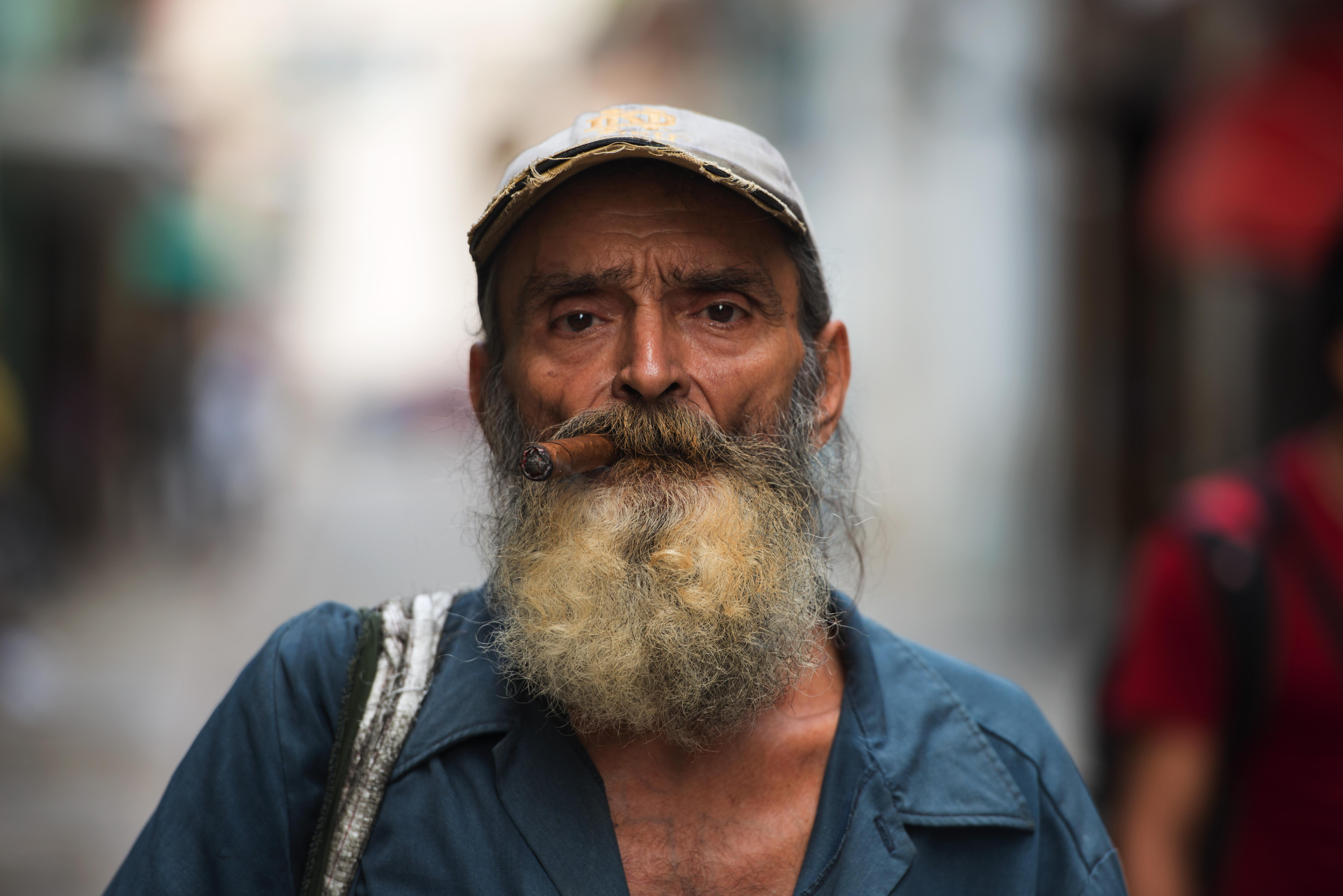 Habana Newspaper man