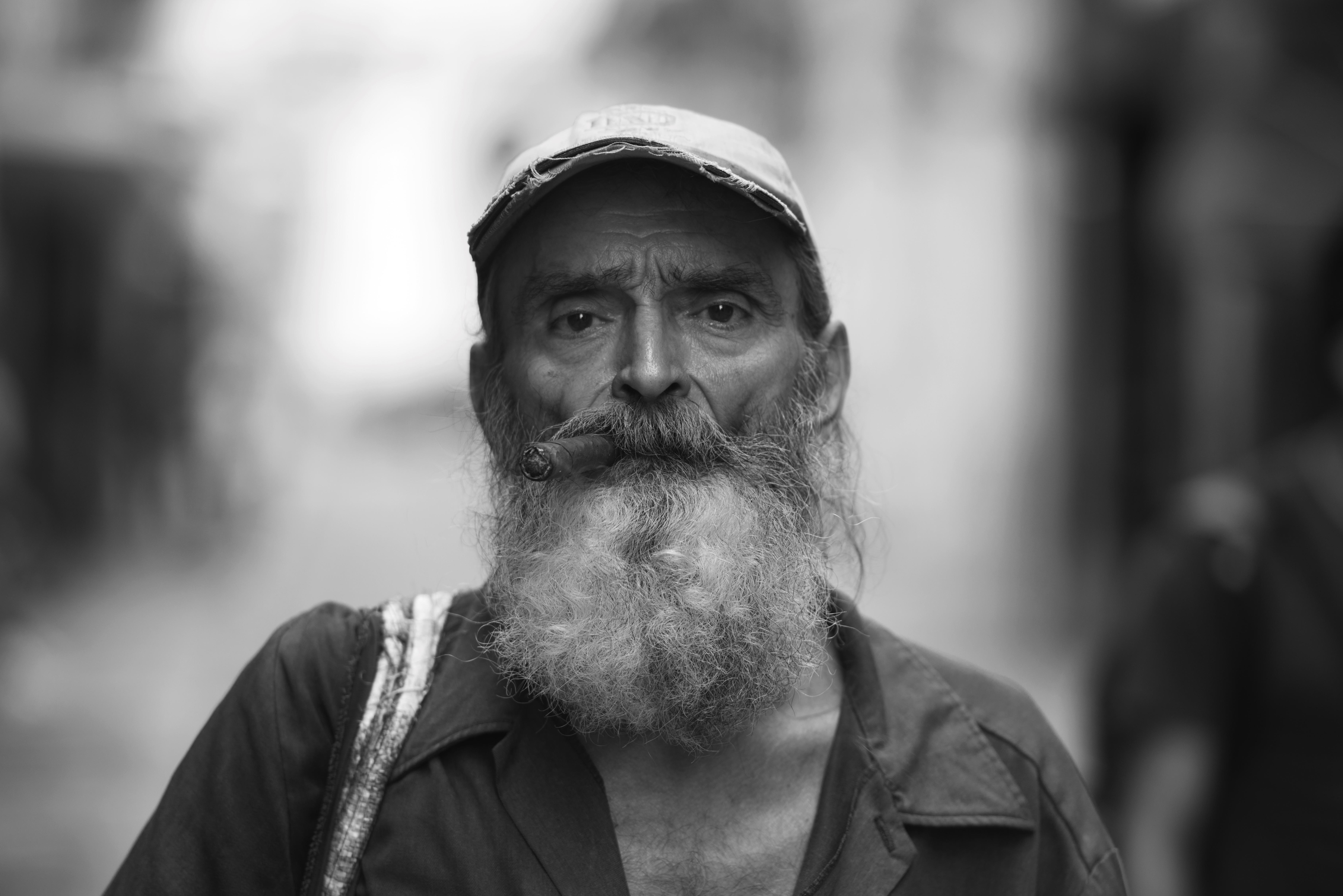 Habana Newspaper Man 2