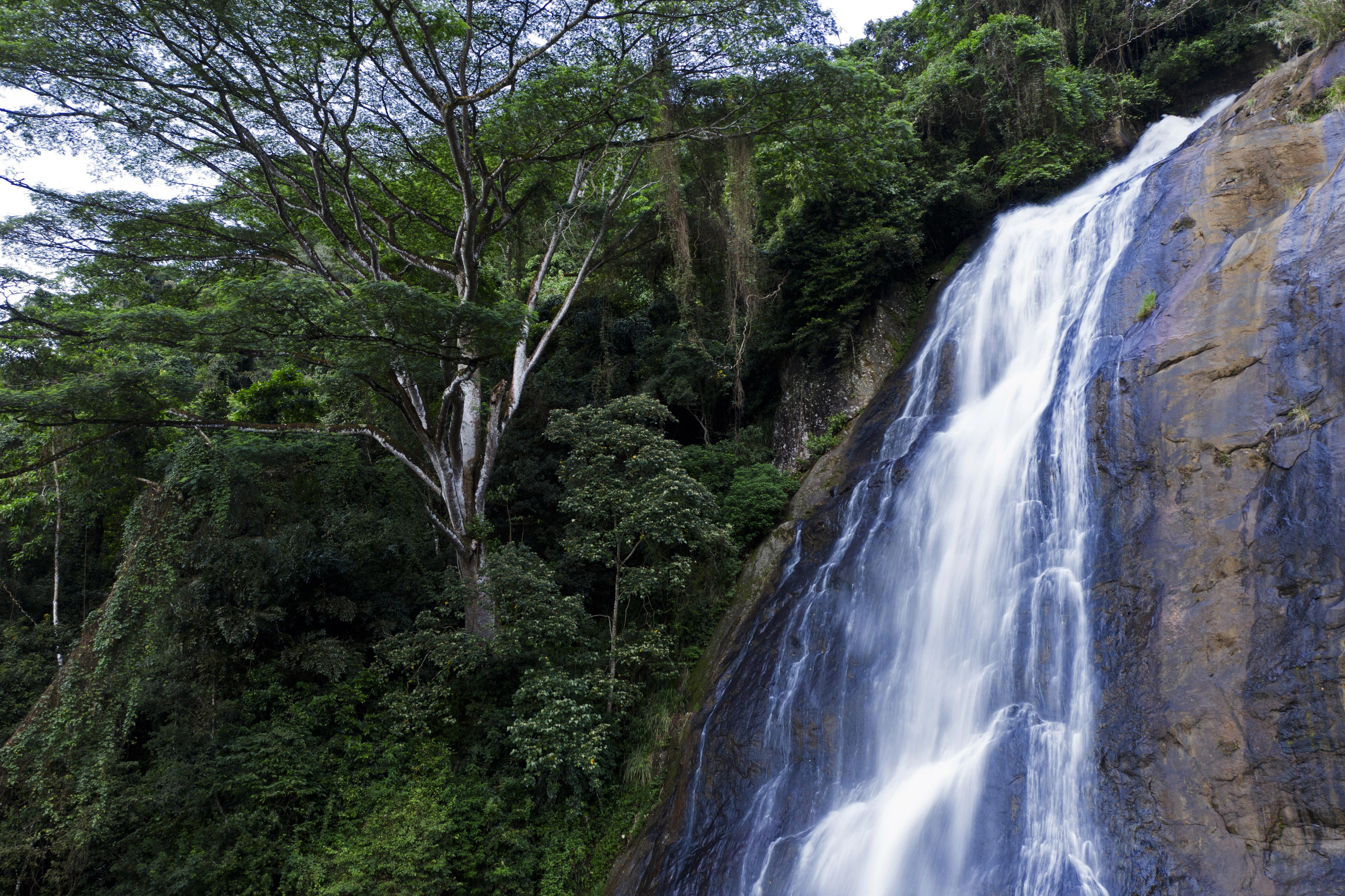 Hunnas Falls Sideways