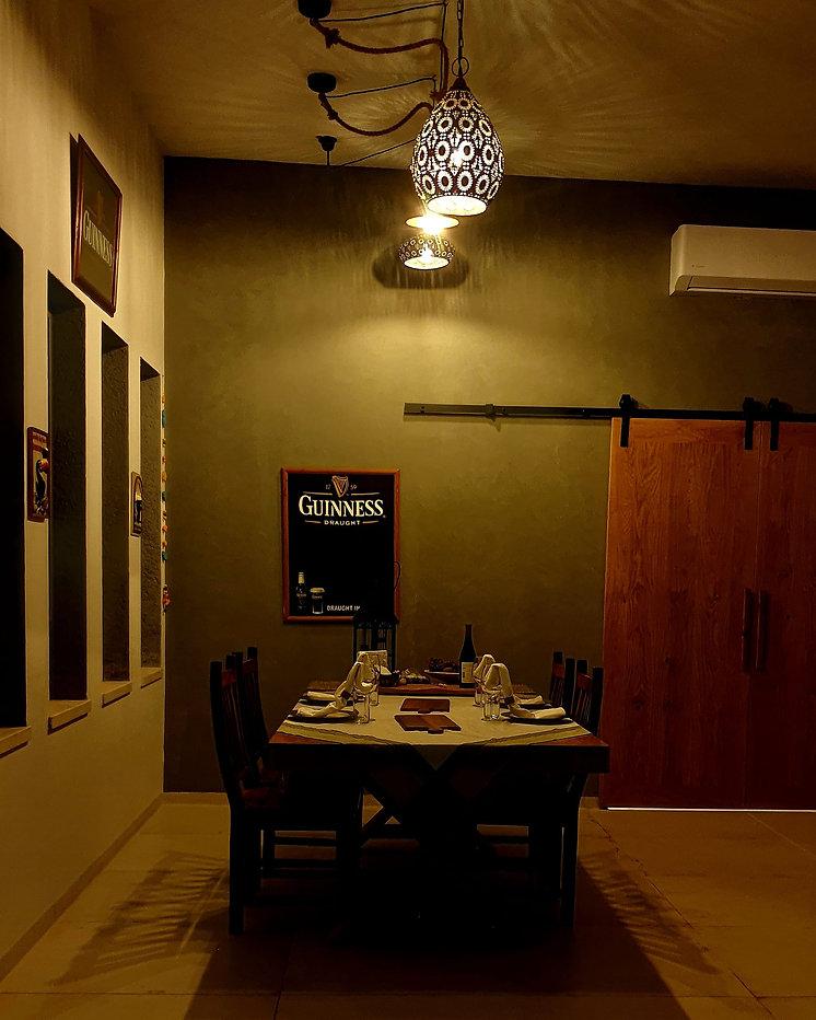 שולחן , תאורה מיוחדת שולחן ערוך