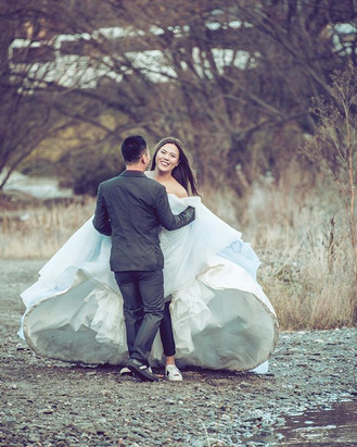 Bride in sneakers! #Nikon #weddingcake #