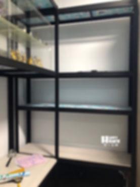 H95111 組合桌 黑紗紋 18mm冰島白11mm一般木板 封孔柱 水平腳 窗