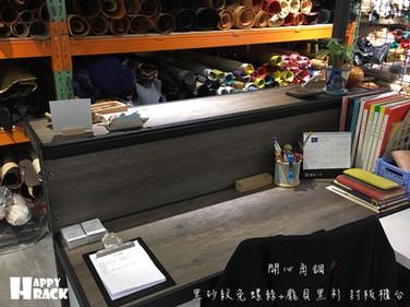 龐貝黑衫封板櫃台