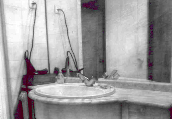 Sink  Pencil with watercolor  (70x100)  2002