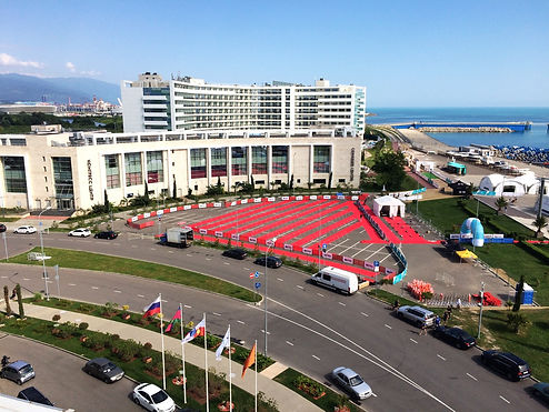IRONSTAR в Сочи. Команда ВИВАКС наблюдает за соревнованиями с крыши отеля Имеретинский.