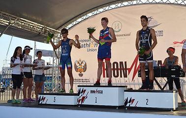Спорт - триатлон. Награждение победителей, мужчины, в Сочи.