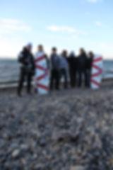 Спортсмены снимаются с аляскинскими местными парнями и демонстрируют доски ЭКСТРИМ ВИВАКС СПОРТ