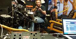 Guest musician Joris Bol, hit it!