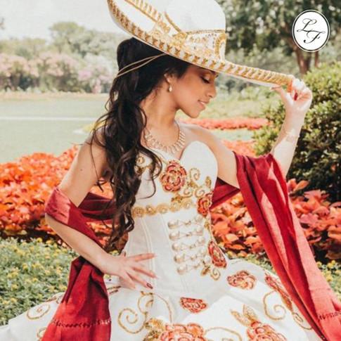 Vestido de Quinceanera Charro Blanco con Flores