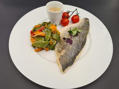 Filet de Daurade aux olives et citron confit, Wok de légumes confits