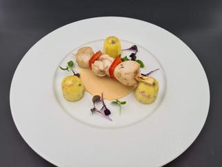 Duo de Lotte et Saint-Jacques,cannelés de légumes, réduction de jus de crustacés