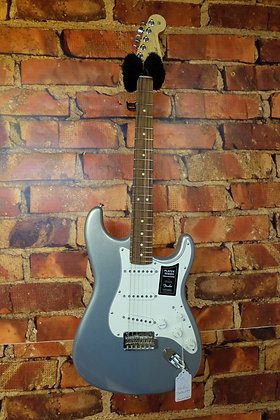 NEW Fender Stratocaster Players series Silver