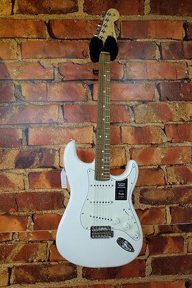 NEW Fender Players Stratocaster Polar white