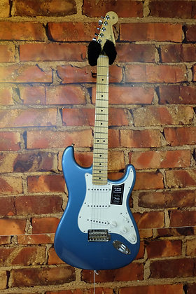 NEW Fender Stratocaster Players Series