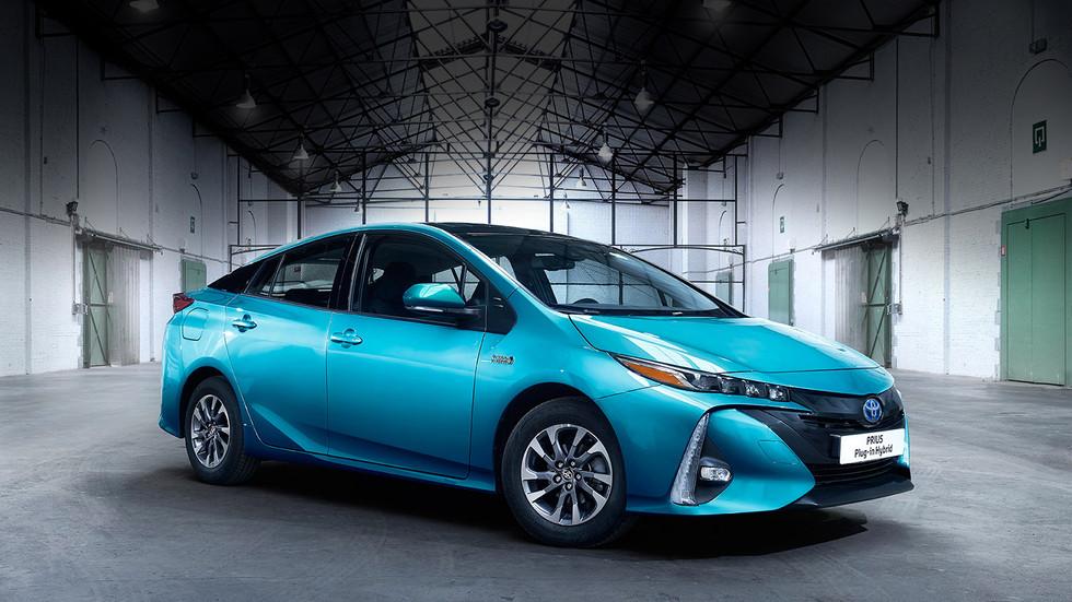 Nouvelle Prius Hybride Rechargeable _ Allez encore plus loin en mode électrique _ À partir de 36 900 €