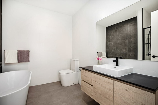 Main Bathroom - Duplex.jpg