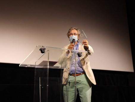 Rob Stewart reçoit un prix au Paris Shark Fest