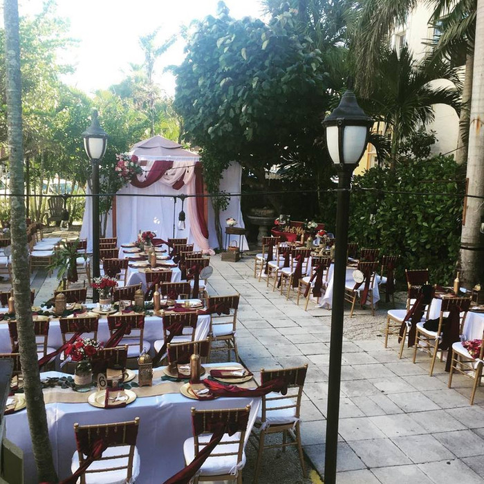 Hibiscus Courtyard Lounge