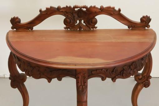 The Mahog Table
