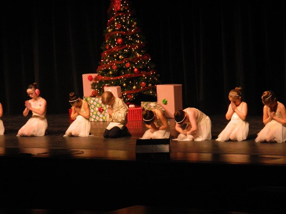 Under The Christmas Tree 2015