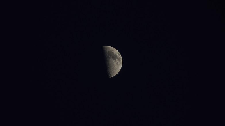 Luna al 50%