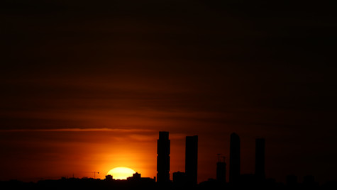 Silueta de Madrid con sol