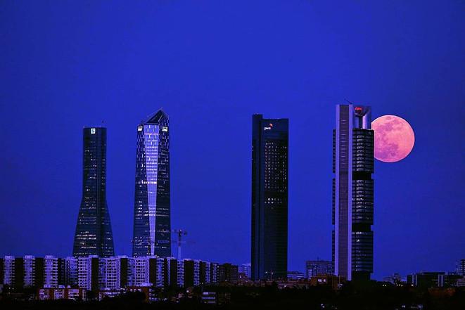 Luna en Torre Cepsa