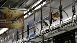 Tren nocturno en Tokyo