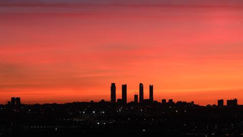 Skyline de Madrid rojizo