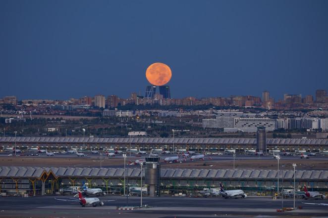 Luna Llena sobre las Torres Kio
