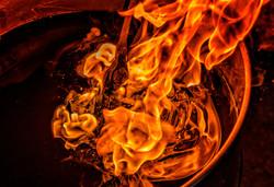 Hacha al fuego