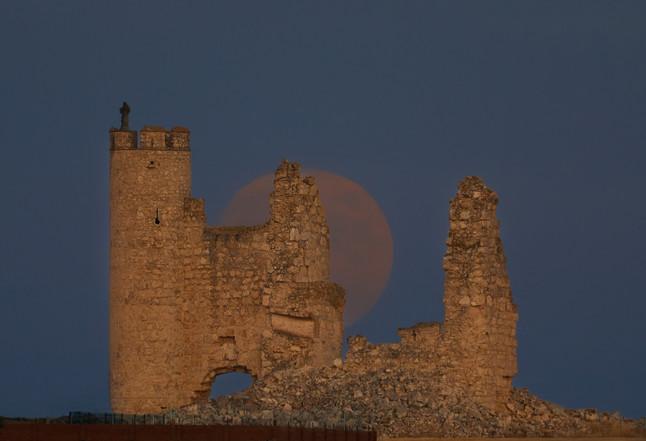 Luna llena en el Castillo de Caudilla