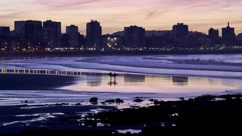 Surfistas Playa de Gijón