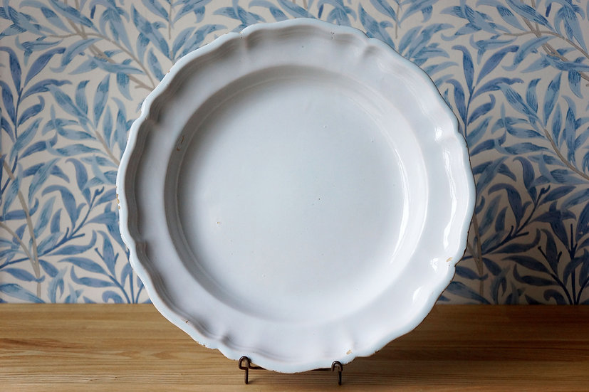 Large Dish / Moustier