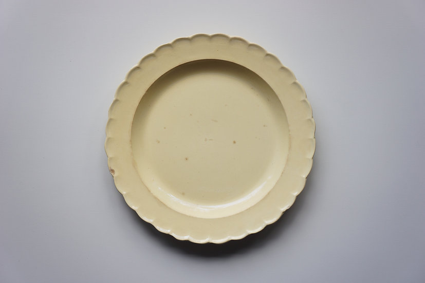 Scalloped Rim Plate / Chantilly / 1780-1800 FRANCE
