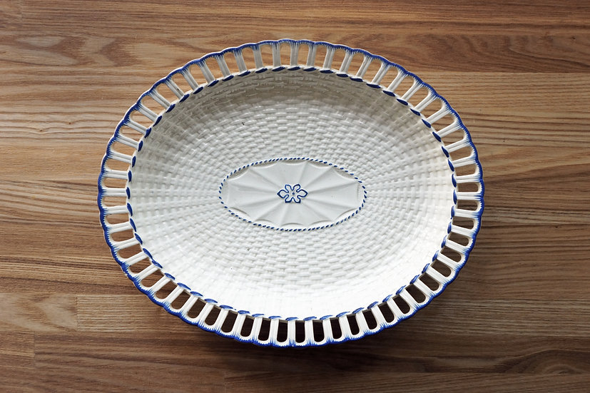 Basket Dish / Leeds Pottery