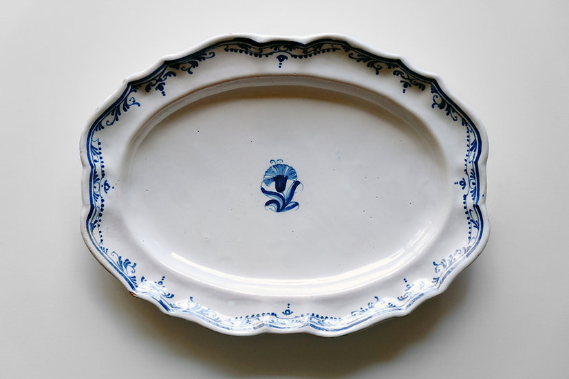 Oval Plate / Moustiers / 1700s FRANCE