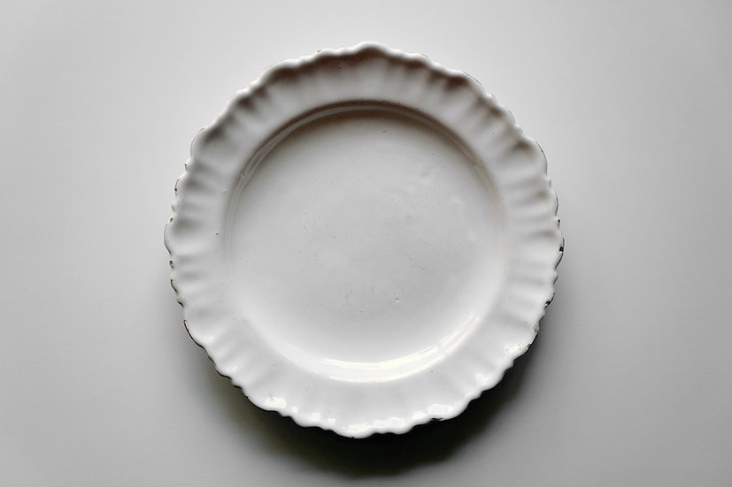 Round Plate / Moustiers or Varages / 1700s FRANCE