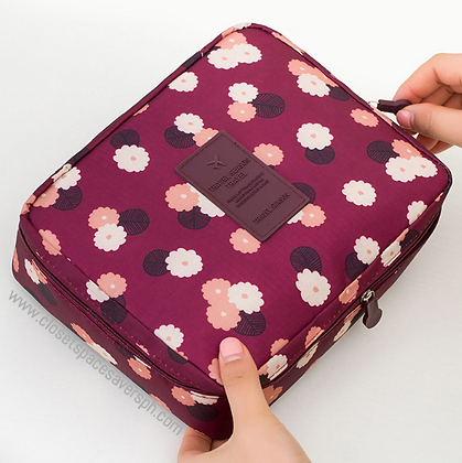 Travel Toiletry Pouch in Daisy