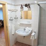 Badezimmer Wohnung 2 Haus Schmied.jpg