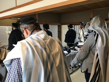 shacharit prayer in the chabad house