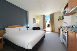 Studio Queen Serviced Apartment - Serviced Apartments in Perth CBD
